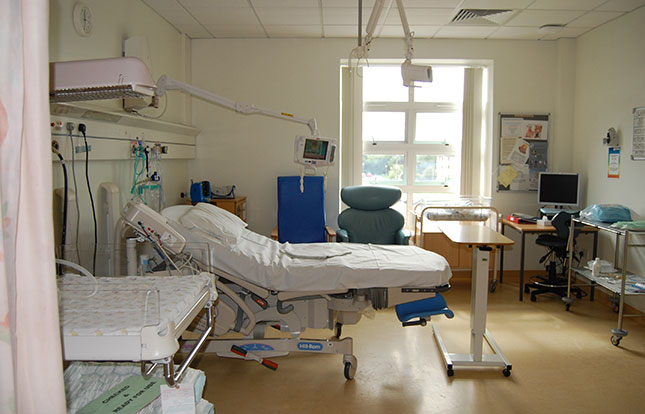 Main delivery suite birthing room